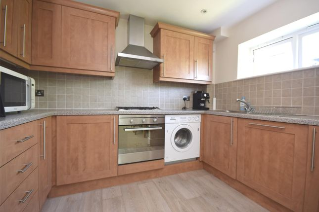 Thumbnail Flat to rent in London Road South, Merstham, Surrey