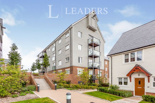 2 bed flat to rent in The Boulevard, Horsham RH12