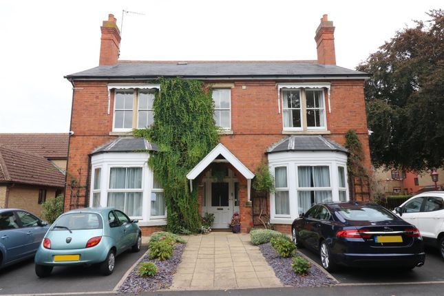 Thumbnail Property for sale in The Linnetts, Park Road, Rushden