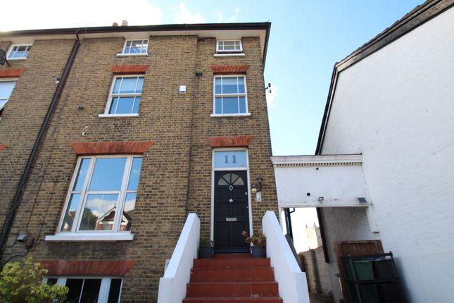 Thumbnail Flat to rent in Green Lane, Chislehurst, Kent