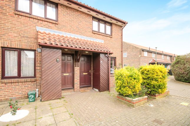 2 bed end terrace house for sale in Aylets Field, Harlow
