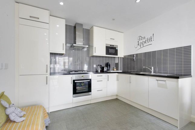 Thumbnail Flat to rent in Wanti Terrace, Chigwell, Essex