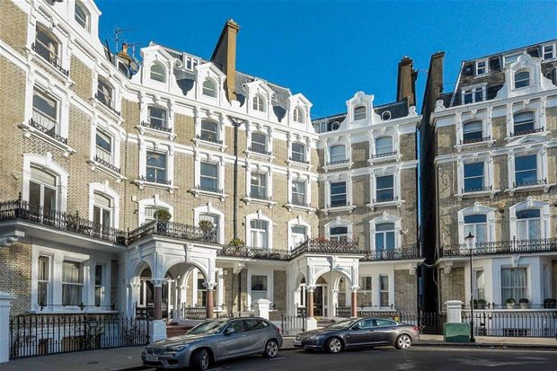 2 bed flat for sale in Redcliffe Square, West Chelsea, London