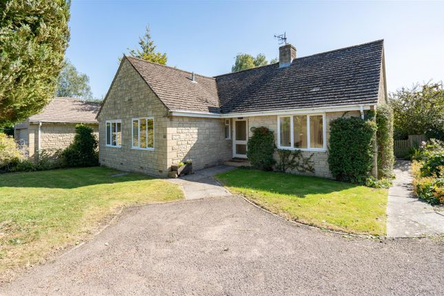 Thumbnail Detached bungalow for sale in Dikler Close, Bourton On The Water, Cheltenham