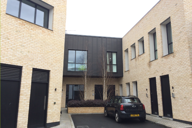 Office to let in South Avenue Studios, 1-2 South Avenue, Kew
