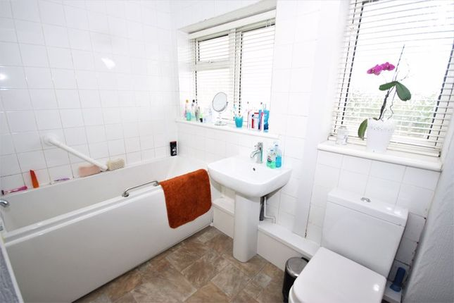 Bathroom of Wansbeck Road, Hull HU8