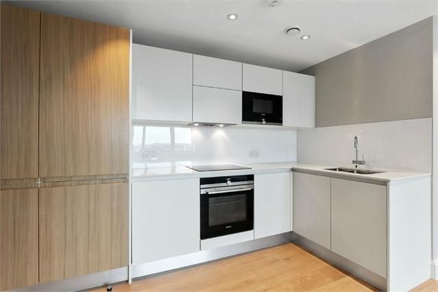 Thumbnail Flat to rent in High Street, Sutton, London