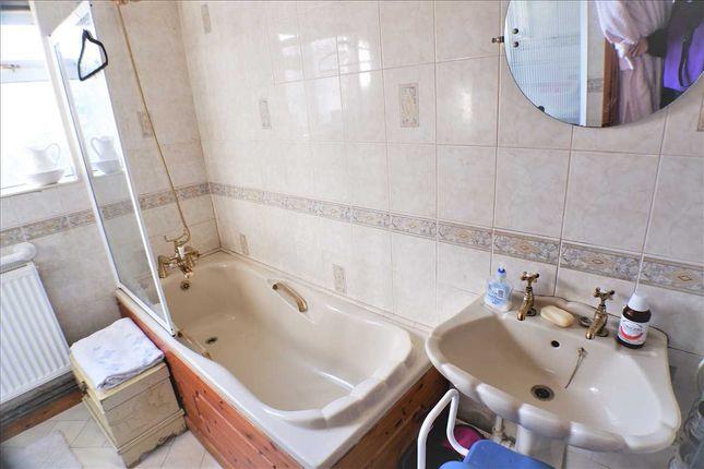 Bathroom of Thomas Street, Gilfach Goch, Porth CF39