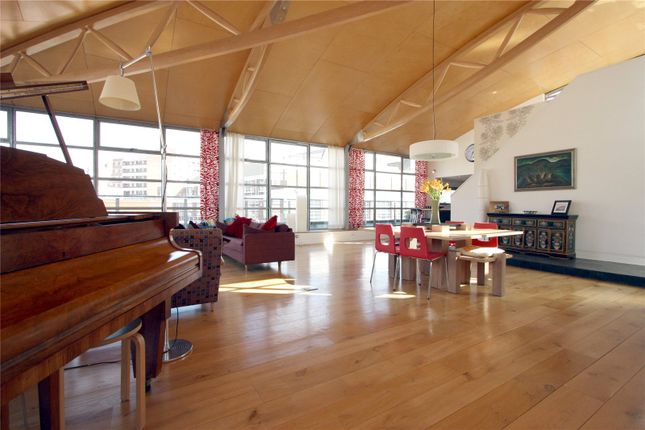 Thumbnail Flat to rent in The Roof Gardens, 41-53 Goswell Road, London