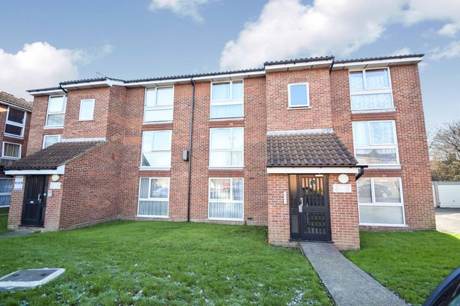 Thumbnail Flat for sale in Larch Close, Friern Barnet