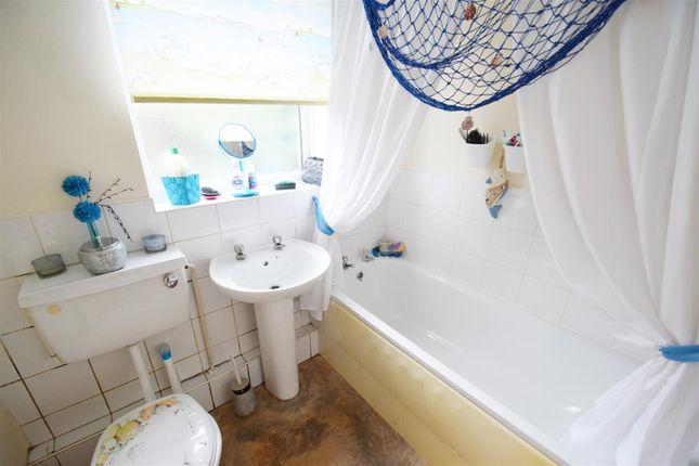 Bathroom of Filey Road, Reading, Berkshire RG1