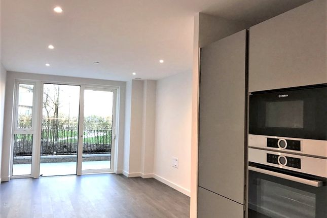 Flat for sale in Newnton Close, Woodberry Down, London