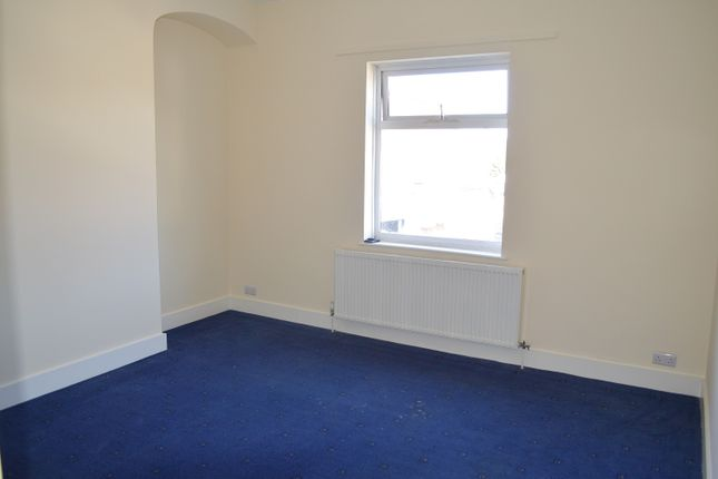 Thumbnail Flat to rent in Upminster Road South, Rainham
