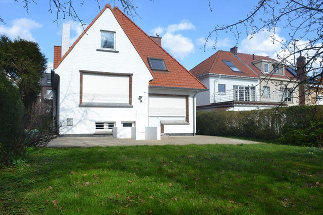 Villa In Woluwe Saint Lambert, Avenue Hof Ten Berg 97, 1200 Woluwe Saint Lambert, Belgium