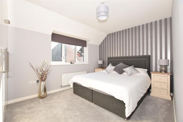 Thumbnail Flat for sale in Teddington Drive, West Malling, Kent