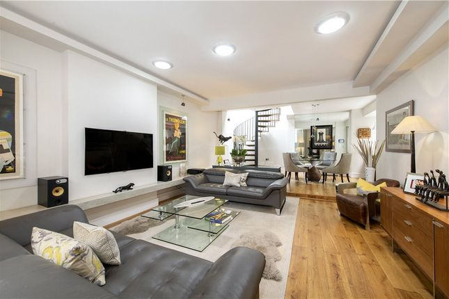 Mews house for sale in Dunstable Mews, Marylebone Village, London