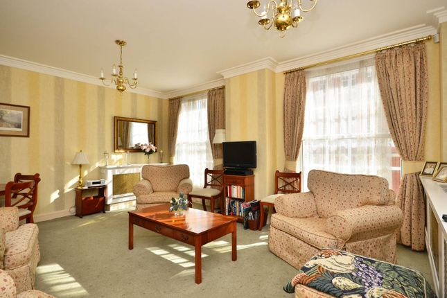 2 bed flat for sale in Park Street, Mayfair
