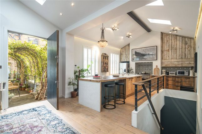 Thumbnail Mews house for sale in Junction Mews, Paddington, London