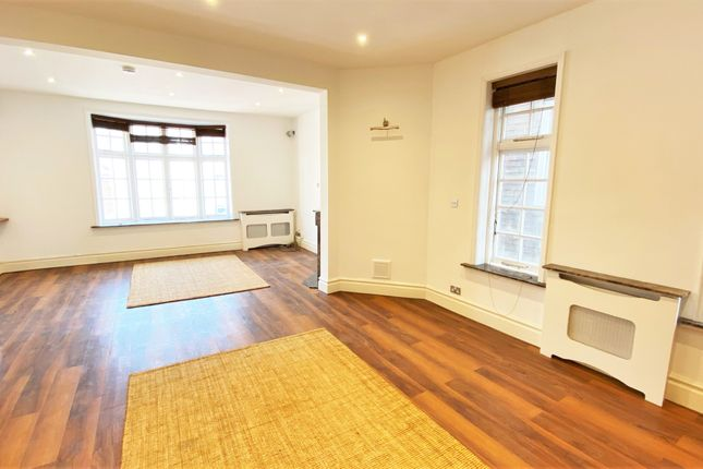 Thumbnail Flat to rent in High Street, Petersfield