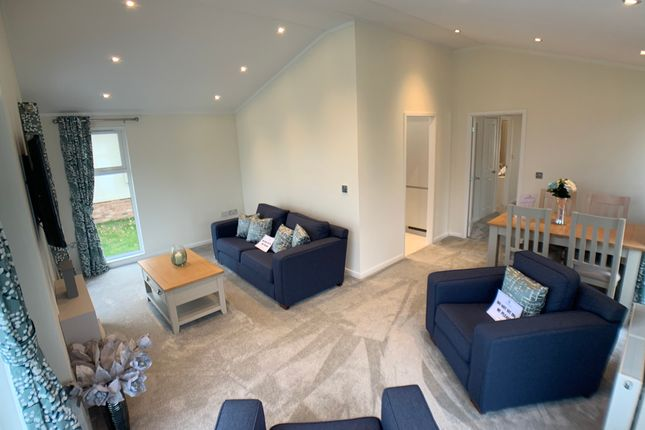 Thumbnail Mobile/park home for sale in Woodbine Close, Waltham Abbey