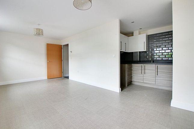 Thumbnail Flat to rent in Swingate, Stevenage