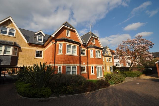 Thumbnail Flat to rent in York Road, Guildford