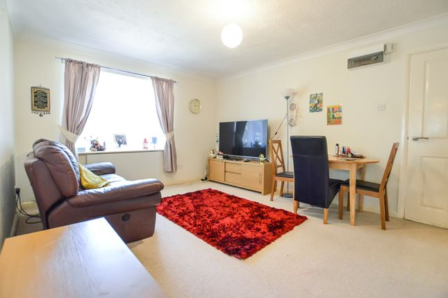 Thumbnail Maisonette to rent in Lymington Court, Leveret Close, Watford