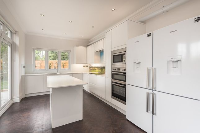 Thumbnail Property to rent in Hodford Road, London