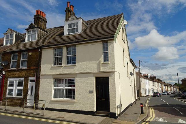 Flat to rent in 129 High Street, Rainham, Gillingham, Kent.
