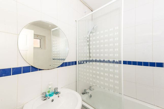 Family Bathroom of Pottery Fields, Prescot, Merseyside L34