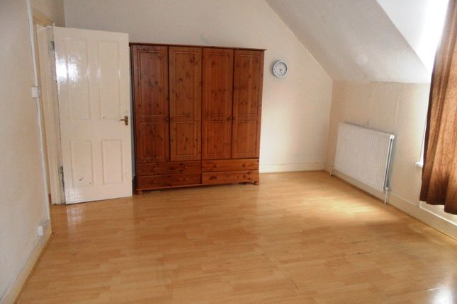 Thumbnail Duplex to rent in Chatterton Road, Bromley