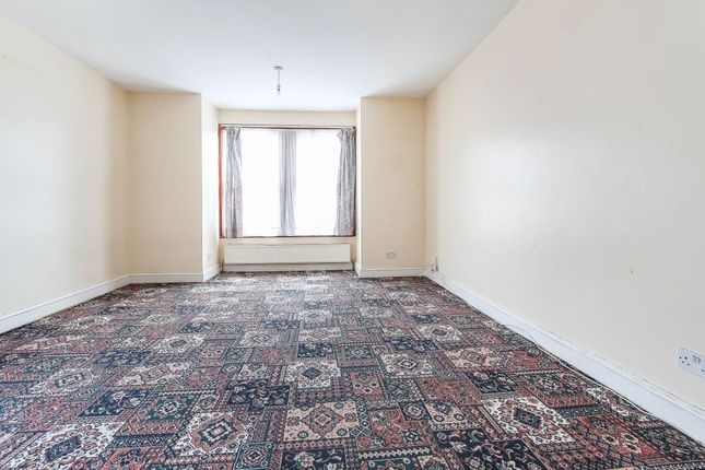 Thumbnail Flat to rent in High Road, Ilford