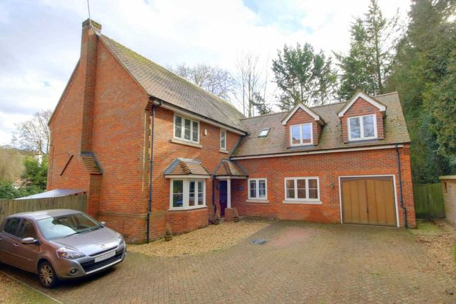 Detached house to rent in London Road, Boxmoor, Hemel Hempstead