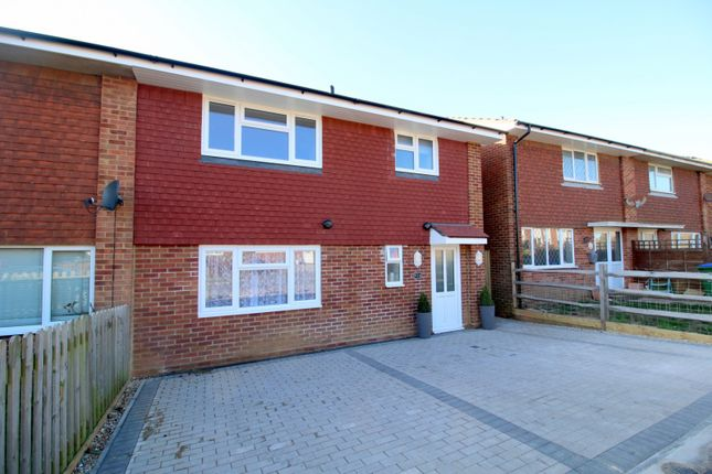 Thumbnail Flat to rent in Hythe Crescent, Seaford