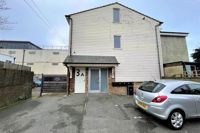 Thumbnail Flat to rent in West Street, Leigh-On-Sea
