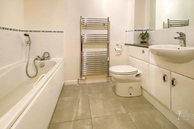 Bathroom of Fairyknowe Court, Bothwell G71
