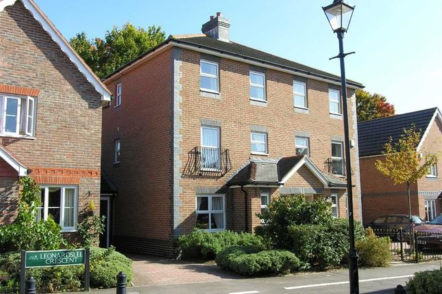 Thumbnail Town house to rent in Leonardslee Crescent, Newbury