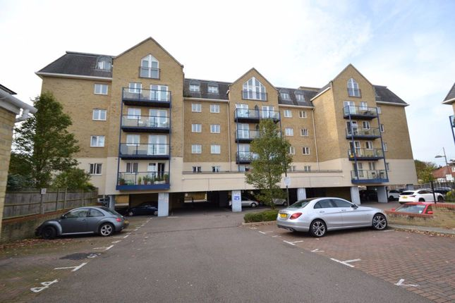 2 bed flat to rent in Taverners Way, Hoddesdon EN11