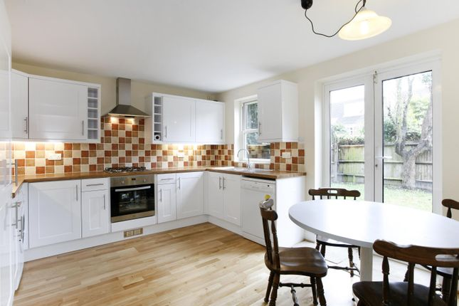 3 bed town house to rent in Tabor Grove, London