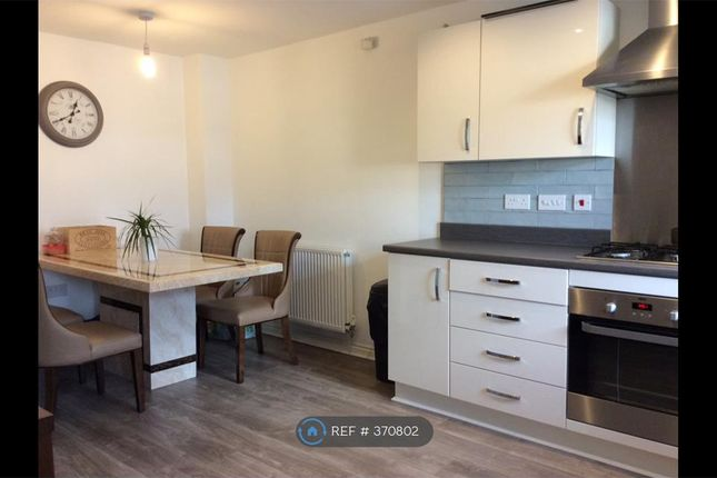 Thumbnail Room to rent in Red Cedar Close, Manchester