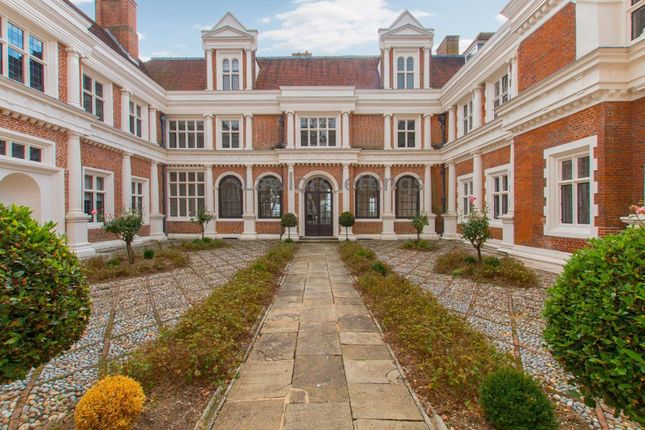 Thumbnail Flat to rent in Hill Hall, Theydon Mount, Epping