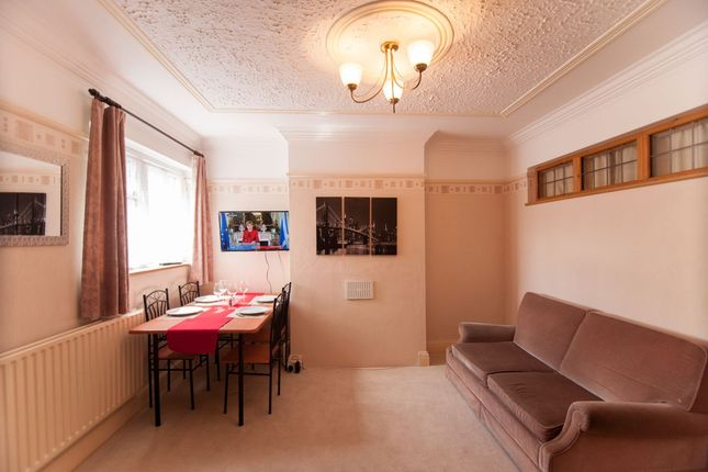 4 bed flat to rent in Holywell Road, Watford WD18