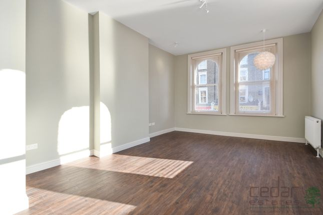 Thumbnail Triplex to rent in Kilburn High Road, Kilburn
