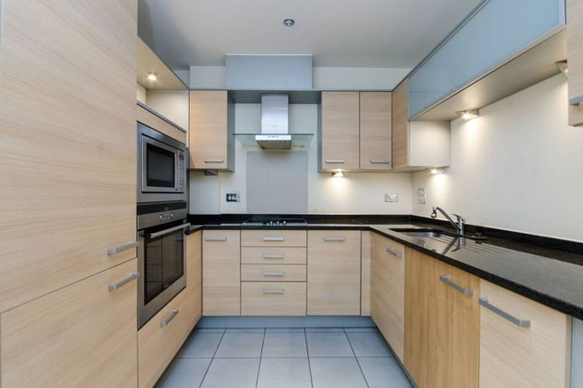 2 bed flat for sale in Worple Road, Wimbledon