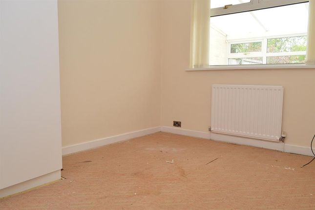Bed 2 of North Gate, Garden Suburbs, Oldham OL8