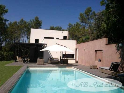 Thumbnail Villa for sale in Nismes, France