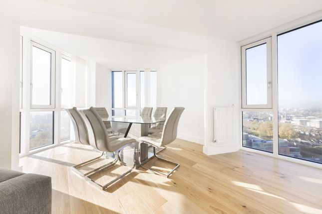 Thumbnail Flat to rent in Sky View Tower, 12 High Street, Stratford, London