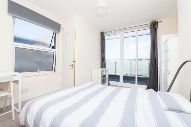 Thumbnail Maisonette to rent in Southampton Way, London