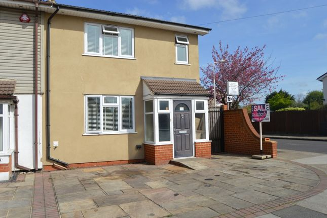 End Terrace House In Chestnut Avenue Hornchurch R Bwood Es