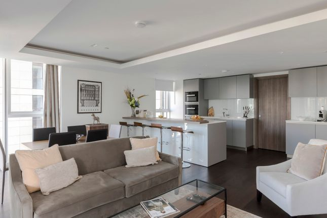 Serviced flat to rent in North Wharf Road, London W2